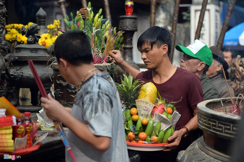 Lễ hội khai ấn Đền Trần (Nam Định) sẽ được tổ chức vào 0h ngày 15 tháng Giêng (tức 12/2). Người dân và du khách thập phương đổ về đây từ chiều tối ngày 14 tháng Giêng âm lịch để chờ đến giờ mua ấn.