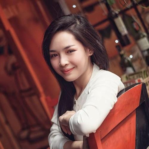 """Hot girl thẩm mỹ Nam Định tên thật là Vũ Thanh Quỳnh trong hơn một năm qua là nhân vật được nhiều dân mạng trong nước chú ý đến nhờ nhan sắc """"đẹp như tranh"""" sau khi """"dao kéo"""", bước ra từ chương trình Change life - Thay đổi cuộc sống trên VTV."""