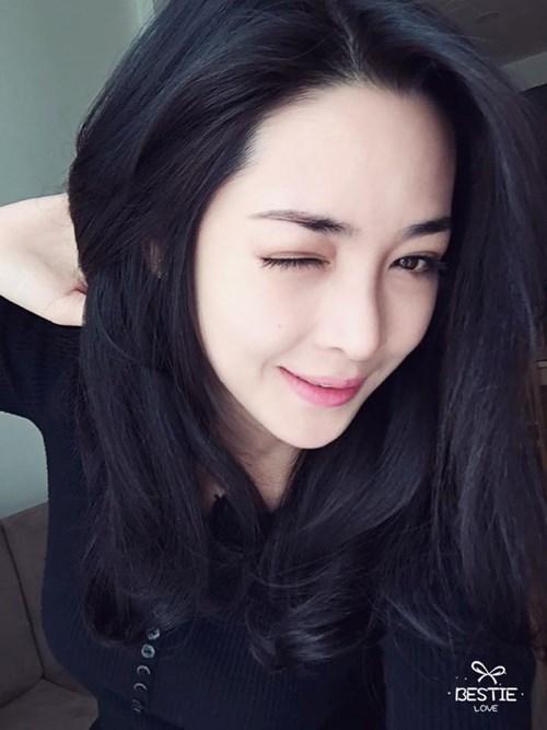 Khuôn mặt đẹp sau khi thẩm mỹ đã mang đến cho hot girl Vũ Thanh Quỳnh một diện mạo mới cùng với đó là một con đường nghệ thuật tươi sáng. Ảnh trong bài: Facebook nhân vật.