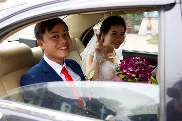 Cô dâu Nguyễn Phương và chú rể Trần Vịnh hạnh phúc trong ngày cưới hôm 22/1 vừa qua. Ảnh nhân vật cung cấp.