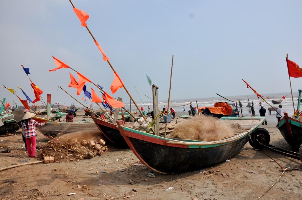 Đối với ngư dân tại làng chài này, họ thường chọn ngày mùng 4 Tết hàng năm để ra khơi, đánh dấu cho sự khởi đầu một năm đánh bắt mới. Ngày ra khơi đầu năm luôn mang lại những ý nghĩa to lớn và cầu chúc một năm làm ăn may mắn.