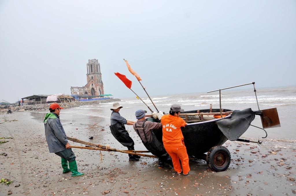 Tuy nhiên, do thời tiết năm nay thuận lợi, nhiều ngư dân đã ra khơi từ mùng 2 Tết để đánh bắt.