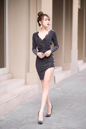 Chưa dừng lại ở đó, với lợi thế về ngoại hình cùng gương mặt ưa nhìn, Bích Hạnh đã mạnh dạn bước chân vào nghiệp người mẫu và hiện cô là người mẫu tự do với rất nhiều bộ ảnh ấn tượng cùng với phong cách thời trang biến hóa.