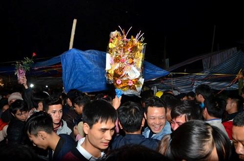 Du khách đi chợ Viềng chủ yếu đến từ Quảng Ninh, Hải Phòng, Hà Nội, Thái Bình, Nghệ An, Thanh Hóa,...