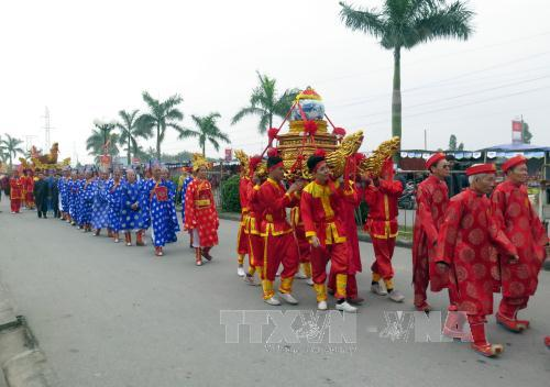 Đoàn rước nước, tế cá. Ảnh: Nguyễn Lành/TTXVN