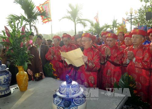 Nghi thức tế lễ trong lễ rước nước, tế cá. Ảnh: Nguyễn Lành/TTXVN