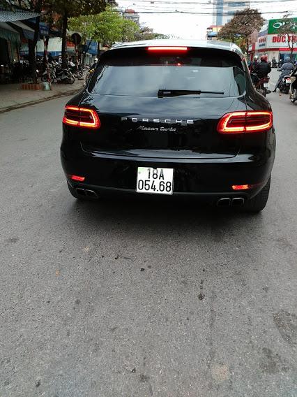Porsche Macan Turbo khủng ở Nam Định với giá hơn 4 tỷ đồng khi ra biển trắng.
