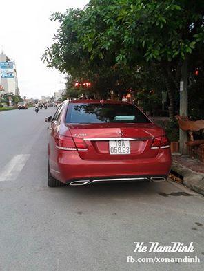 Mercedes E 200 với giá khoảng 1,8 tỷ đồng màu đỏ thể thao xuất hiện mới ở Nam Định.
