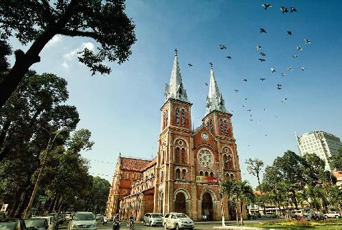 Nhà thờ Đức Bà là điểm đến yêu thích của nhiều du khách. Ảnh: hochiminhcity.gov.vn