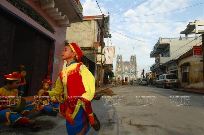 Tiểu Vương cung thánh đường Phú Nhai nằm trên địa phận xã Xuân Phương, huyện Xuân Trường, tỉnh Nam Định.