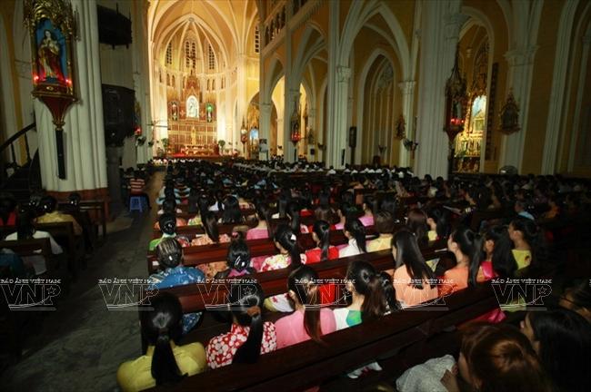 Được cho là nhà thờ lớn nhất Miền Bắc, tiểu Vương cung thánh đường Phú Nhai là nơi sinh hoạt tín ngưỡng của hàng nghìn giáo dân Công giáo.