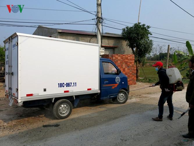 Ông Đỗ Đức Lưu, Giám đốc Trung tâm Y tế Dự phòng tỉnh Nam Định cho biết, từ đầu năm 2017 đến nay, dịch cúm gia cầm A/H5N1 bùng phát ở 8 hộ chăn nuôi của 3 xã thuộc huyện Vụ Bản và Trực Ninh (Nam Định) với tổng số gia cầm phải tiêu hủy lên tới trên 9.100 con.