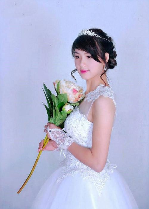 Đỗ Bích đẹp ngọt ngào trong váy trắng cô dâu