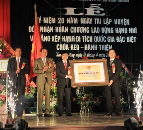 Và bằng xếp hạng di tích Quốc gia đặc biệt chùa Keo - Hành Thiện.