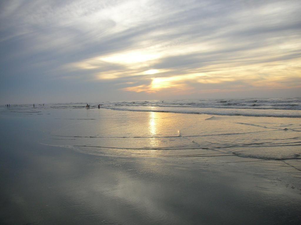 Bãi biển Long Thịnh - Ảnh: Xuan Duyên