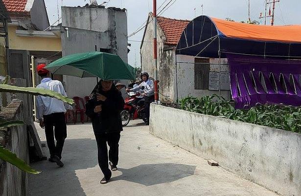 Đến 14h ngày 14/4, cả 3 thi thể nạn nhân trong vụ nổ đều đã được gia đình lo xong thủ tục mai táng (Ảnh Công Phương)