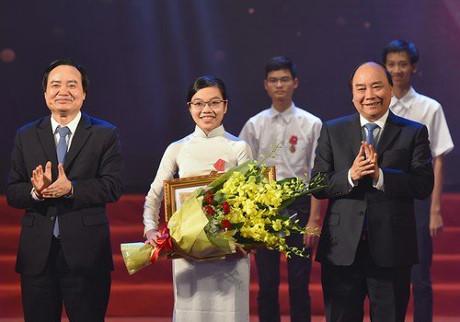 Thảo cũng là nữ sinh duy nhất trong 3 người vinh dự được nhận Huân chương Lao động hạng Ba do đích thân Thủ tướng Nguyễn Xuân Phúc trao tặng.