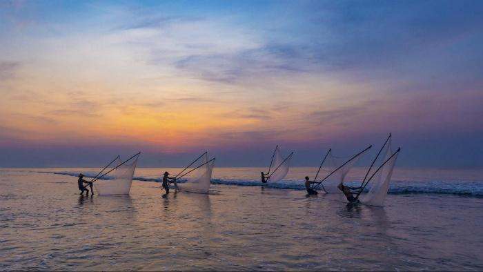 Người dân ven biển nơi đây chủ yếu sông bằng nghề đi te, xiếc tôm và cá… - Ảnh: Tran Tuan Viet