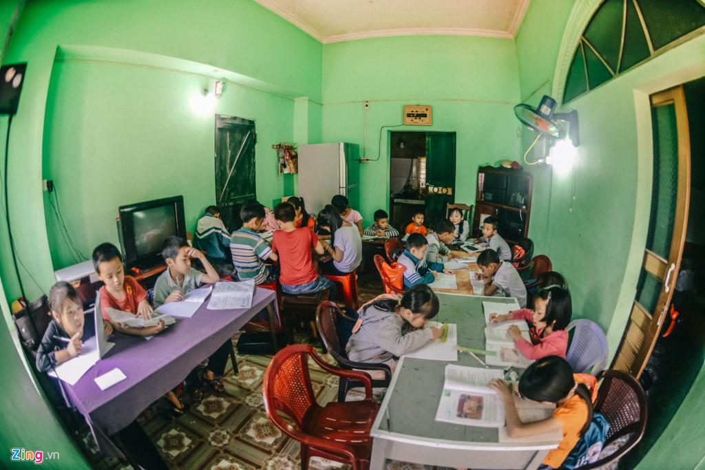Hiện nay, cô giáo trẻ kèm cặp cho khoảng 30 học sinh hoàn toàn miễn phí.
