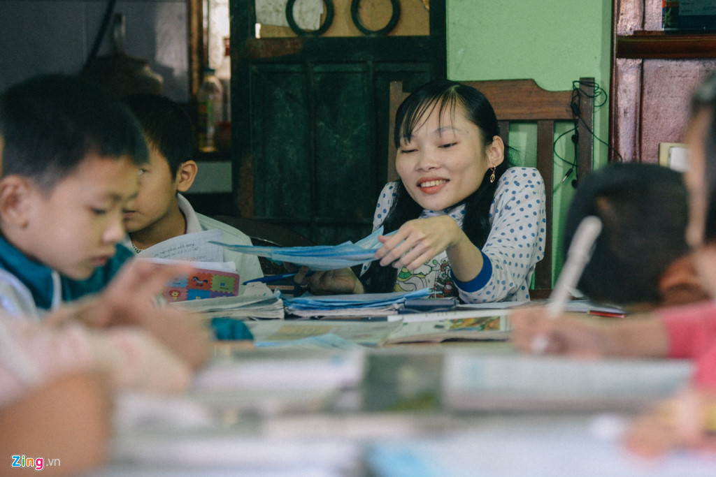 Lớp học kéo dài hơn 3 tiếng. Đôi lúc, cô giáo Tâm lại trở mình vì tê mỏi, vì những cơn ho chưa dứt, nhưng trong ánh mắt ấy vẫn ánh lên niềm hạnh phúc vì được làm điều mình mơ ước.