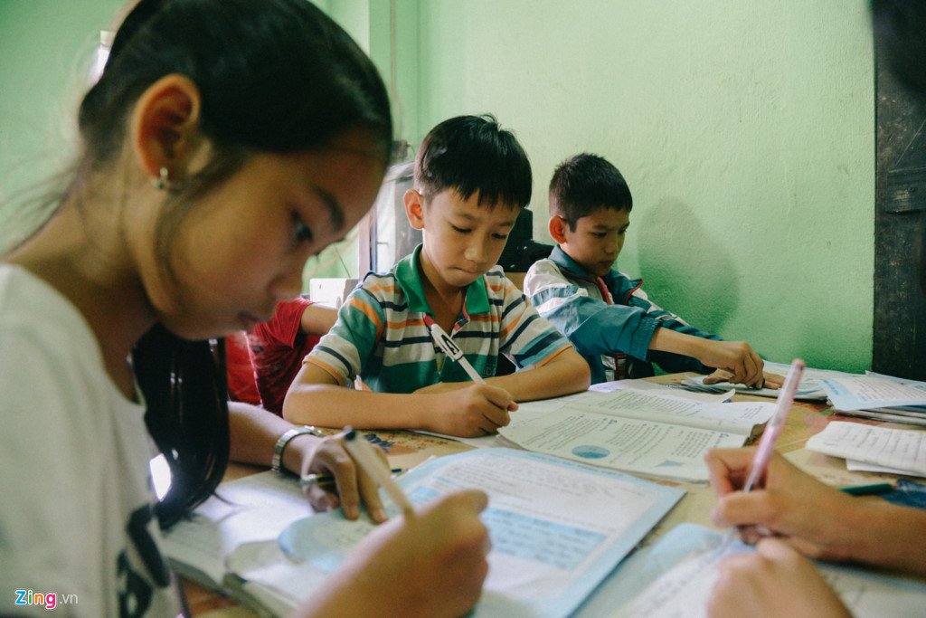 Thấm thía những khó khăn để có được con chữ, Tâm ước mơ trở thành cô giáo để giúp đỡ cô, cậu bé không may như mình có thể đến trường.