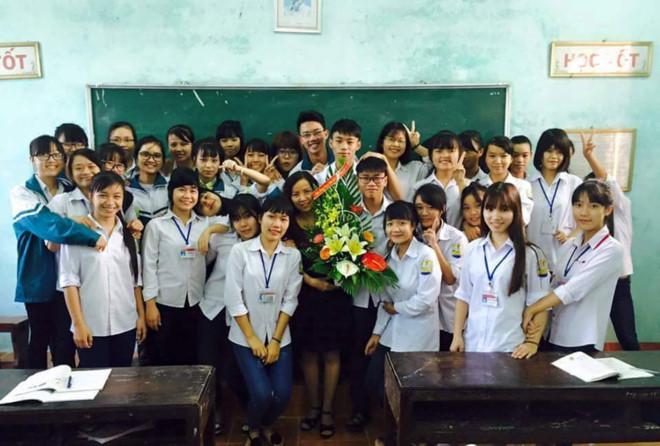 Tập thể lớp 12A3, trường THPT Lương Thế Vinh, Nam Định.