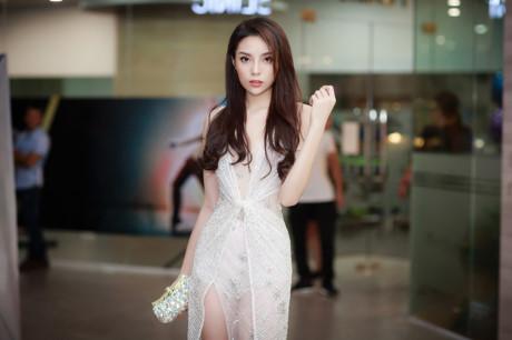 Hoa hậu Kỳ Duyên xuất hiện rạng rỡ trước thông tin dự thi nhan sắc quốc tế