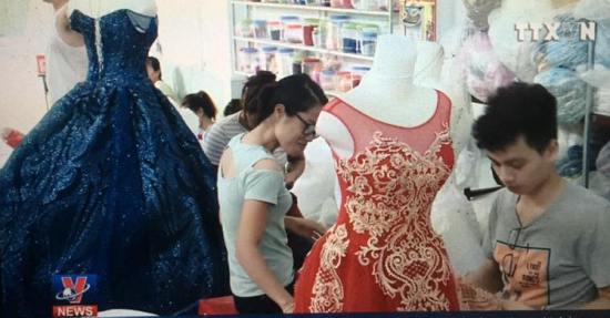 Người dân vùng ven biển Nam Định làm giàu từ nghề may áo cưới