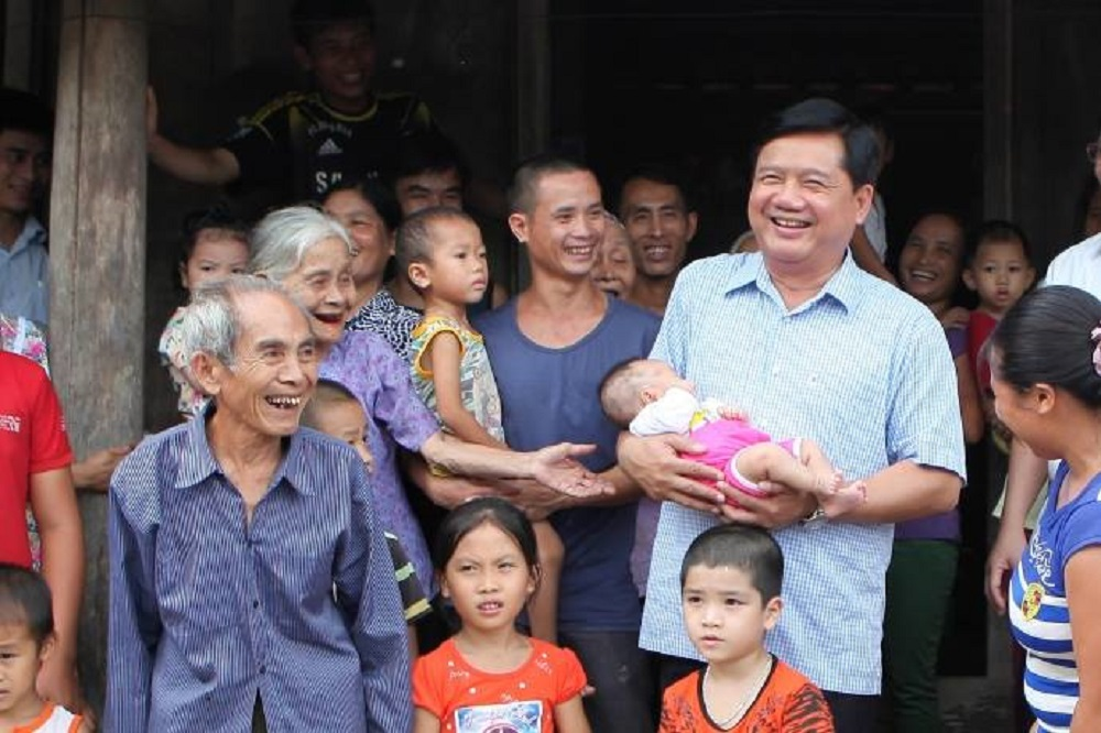 Sự thật sốc về ông Đinh La Thăng giờ mới kể: Ham việc đến mức không kịp về đưa vợ đi đẻ, vỡ ối, con sinh ra bị khuyết tật thiểu năng