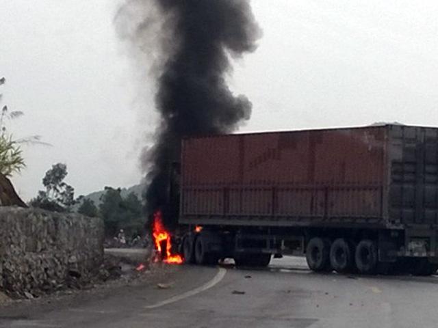 Liên tiếp cháy container, xe tải chở hàng không rõ nguyên nhân