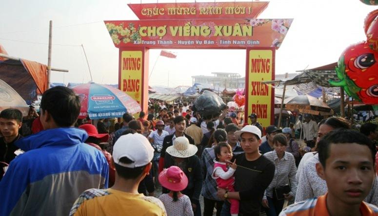 """Tới chợ Viềng Nam Định ngày đầu xuân để… """"mua may bán rủi"""""""