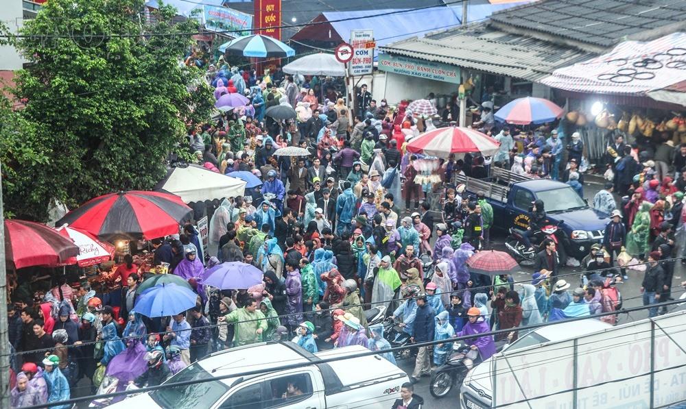 Chợ Viềng ở đâu: Hơn 3 Tiếng Không Thể Nhúc Nhích ở Chợ Viềng