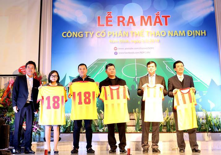 """HLV Nguyễn Văn Sỹ: """"Tôi mong sân Thiên Trường có vé chợ đen!"""""""