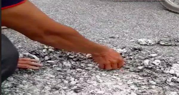 """Nam Định: Đường bê tông nhựa 10 tỷ đồng trở thành bánh """"cu đơ"""""""