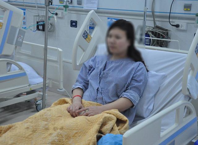 Ngỡ hạ đường huyết vì chân tay run phải ngậm kẹo, cô gái trẻ phát hiện bệnh hiếm