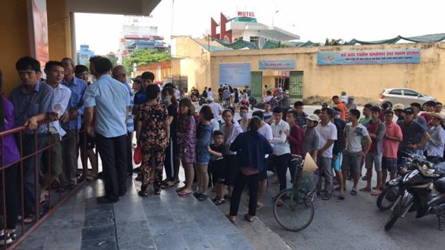 CLB Hà Nội nhờ cảnh sát hộ tống để thoát khỏi vòng vây CĐV Nam Định