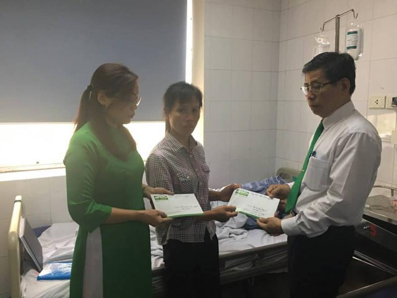 Mai Linh hỗ trợ tài xế bị đánh 10 triệu và tiền chữa trị