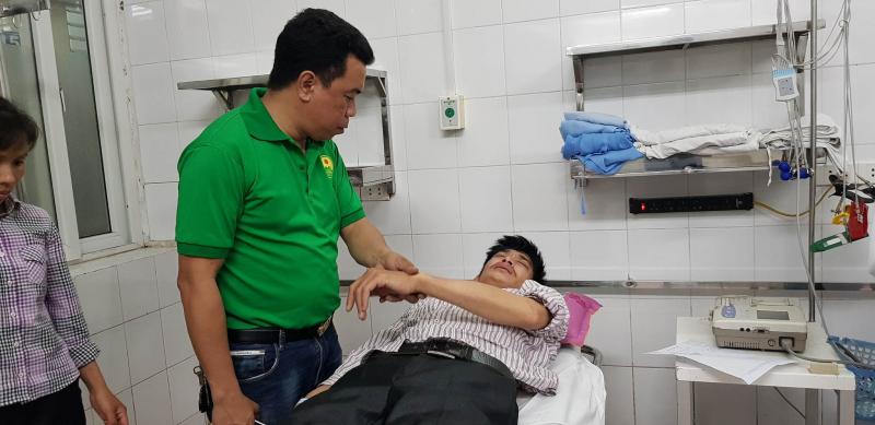 Tài xế taxi Nam Định bị đánh chuyển viện, không muốn hòa giải