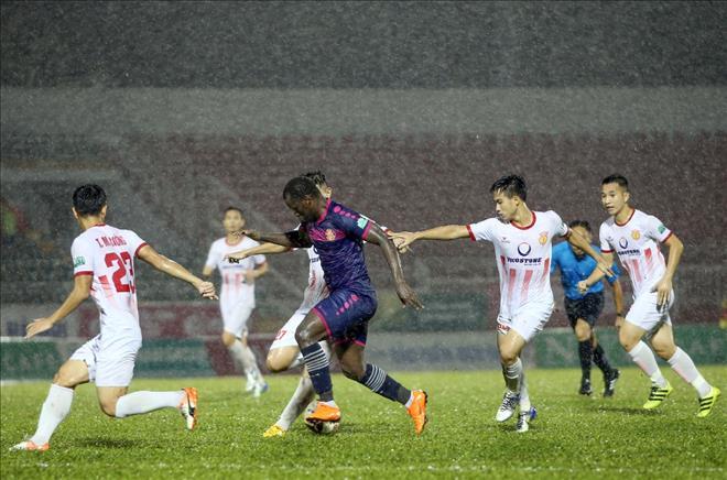 Sài Gòn FC chật vật giành chiến thắng trước Nam Định