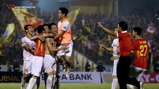 Nam Định cười tươi sau trụ hạng, BTC V.League cười nụ mừng thầm