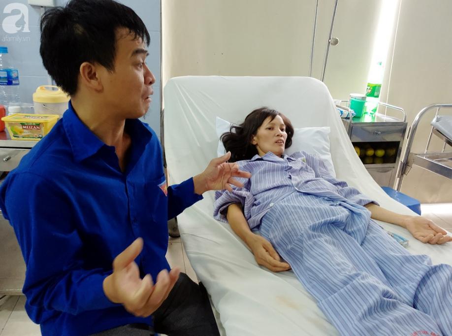 Nam Định: Chàng trai trẻ tàn tật khóc tuyệt vọng khi vợ hơn gần 10 tuổi lên cơn đau tim mà không tiền chạy chữa