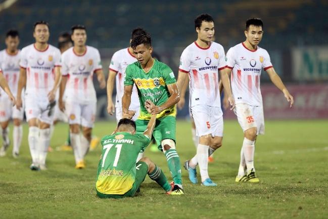 'Phù thuỷ trắng' hai lần dự World Cup hỗ trợ Hà Nội B trận play-off với Nam Định