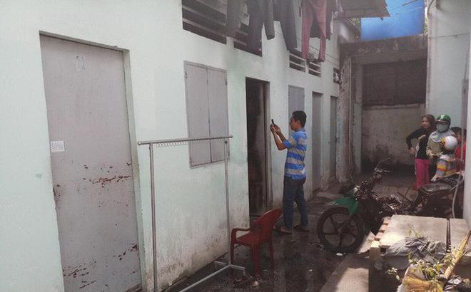 Người đàn ông quê Nam Định nằm thoi thóp bên vũng máu, cạnh xe máy đang bốc cháy