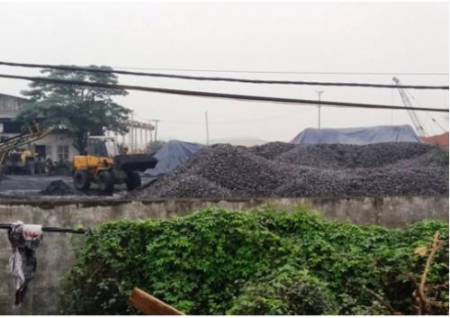 Khốn khổ vì ô nhiễm môi trường 'bủa vây' thôn xóm do vận chuyển và chế biến than 'bẩn'