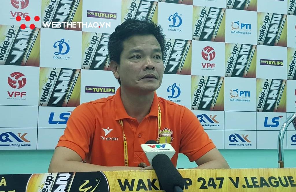 """HLV Nguyễn Văn Sỹ: """"Nam Định phải chịu nhiều thiệt thòi từ các lỗi nhận định của trọng tài"""""""