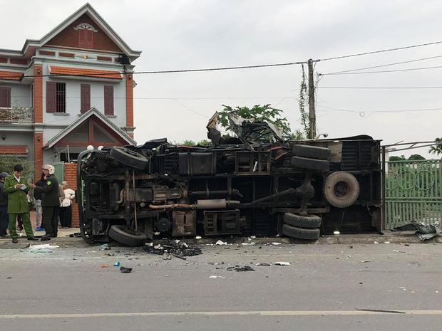Nam Định: Hai xe tải đấu đầu cực mạnh, một tài xế tử vong tại chỗ