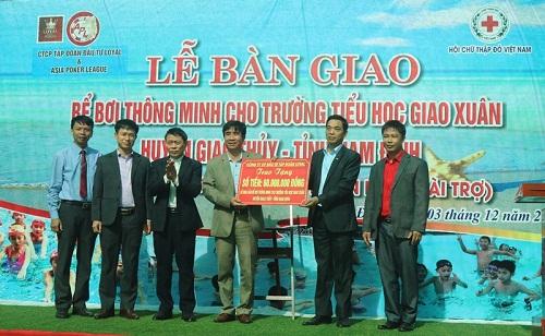 Trao tặng bể bơi thông minh cho học sinh ở Nam Định