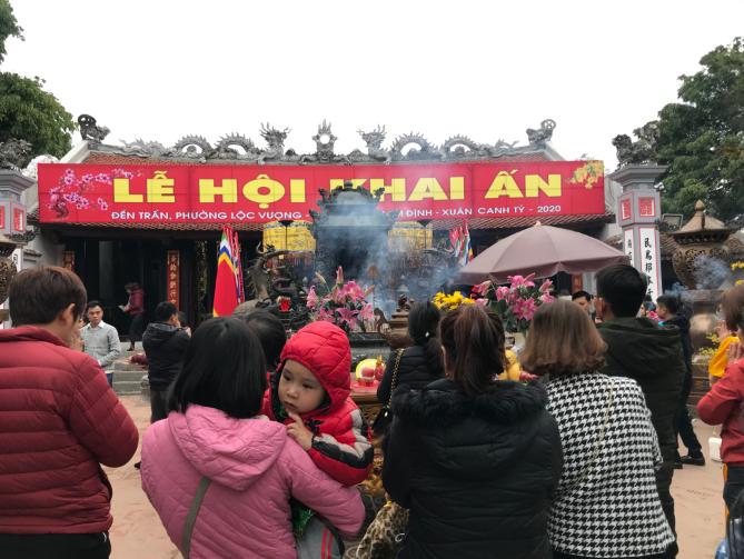 ĐềnTrần (Nam Định) đông nghẹt người dịp đầu năm Canh Tý