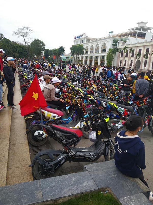 """Được nghỉ học để phòng dịch Covid, hàng trăm học sinh Nam Định vẫn tụ tập """"off team"""""""