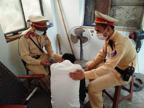 Buồn chán hoàn cảnh gia đình ở NAM ĐỊNH , người đàn ông định nhảy cầu Chương Dương tự tử
